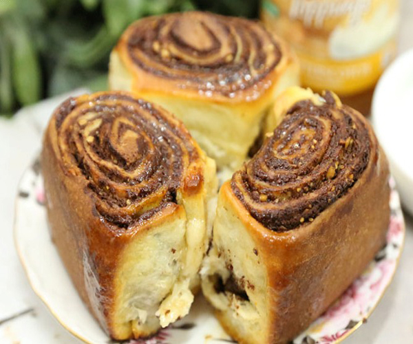صورة وصفة كيفية طريقة تحضير وعمل وصفات حلويات السينابون - فطيرة السينابون سهل وهش وروعة وسريع ولذيذ pictures arabian cinnabon cinnamon rolls recette recipes in arabic easy