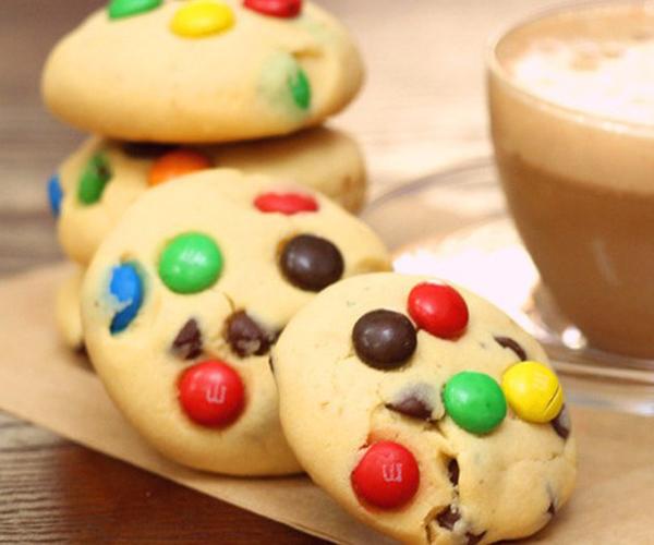 صورة طريقة عمل كوكيز ميني ام اند امز كوكيز m & m cookies لذيذ سريع وسهل pictures arabian cookies recipes in arabic cookie recipe easy
