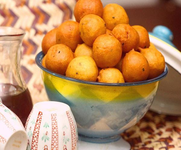 -how to make luqaimat recipes sweet dumplings step by step picturesطريقة عمل اللقيمات بالصور خطوة بخطوة