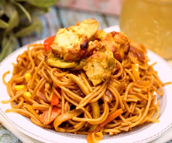 صورة كيفية طريقة تحضير وعمل مكرونه اسباجيتي الخضار بالدجاج المشوي سهله ولذيذه وسريعه pictures arabian macaroni pasta recipes in arabic easy