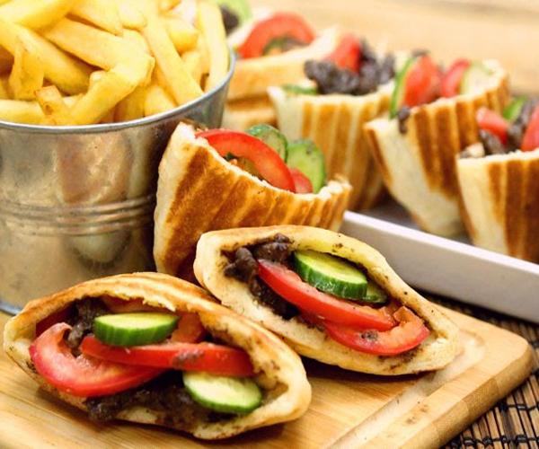 صورة طريقة عمل فطائر فطاير الشوايه بحشوة الشاورما لذيذه سريعه وسهله pictures arabian pie fatayer recipes in arabic food recipe easy