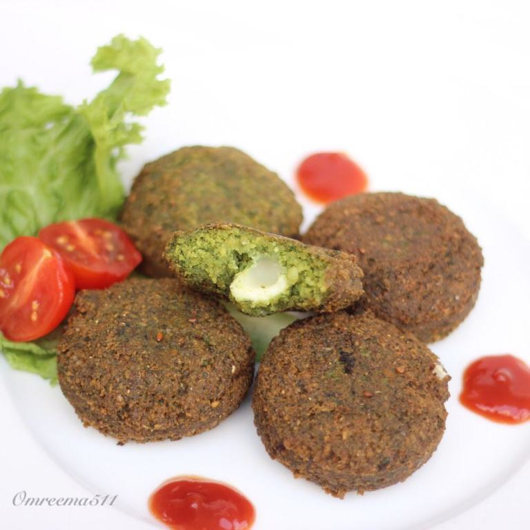 http://www.encyclopediacooking.com/food-recipes-photos/arabic-food-cooking-recipes-in-arabic-how-to-make-falafel-stuffed-mozzarella-cheese.jpg