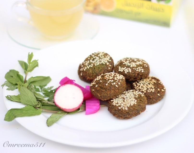 http://www.encyclopediacooking.com/food-recipes-photos/arabic-food-cooking-recipes-in-arabic-how-to-make-lebanese-falafel.jpg