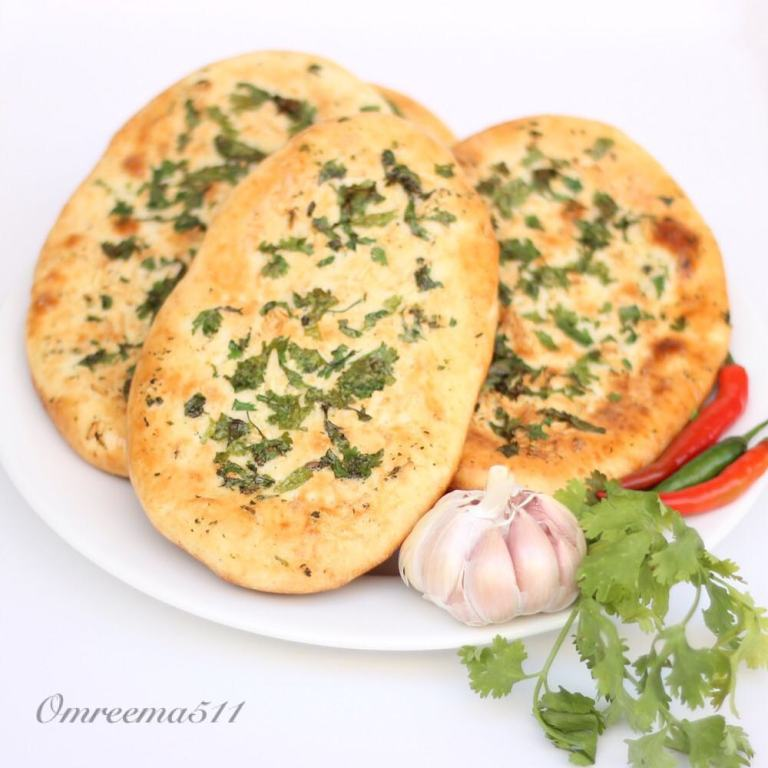 http://www.encyclopediacooking.com/food-recipes-photos/arabic-food-cooking-recipes-in-arabic-how-to-make-naan-bread-with-garlic.jpg