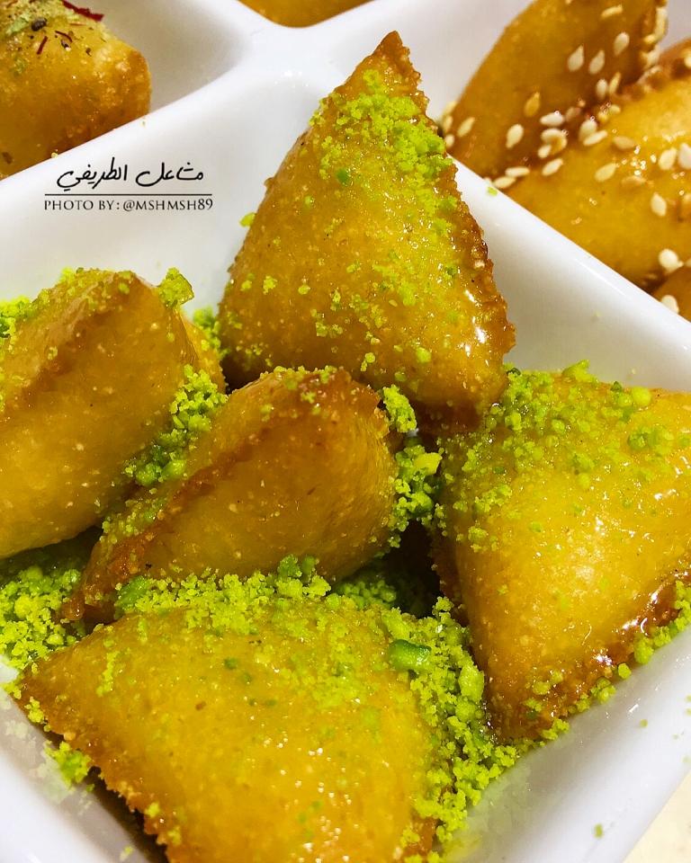 http://www.encyclopediacooking.com/food-recipes-photos/arabic-food-cooking-recipes-in-arabic-triangles-semolina-mashael-al-tarifi3.jpg