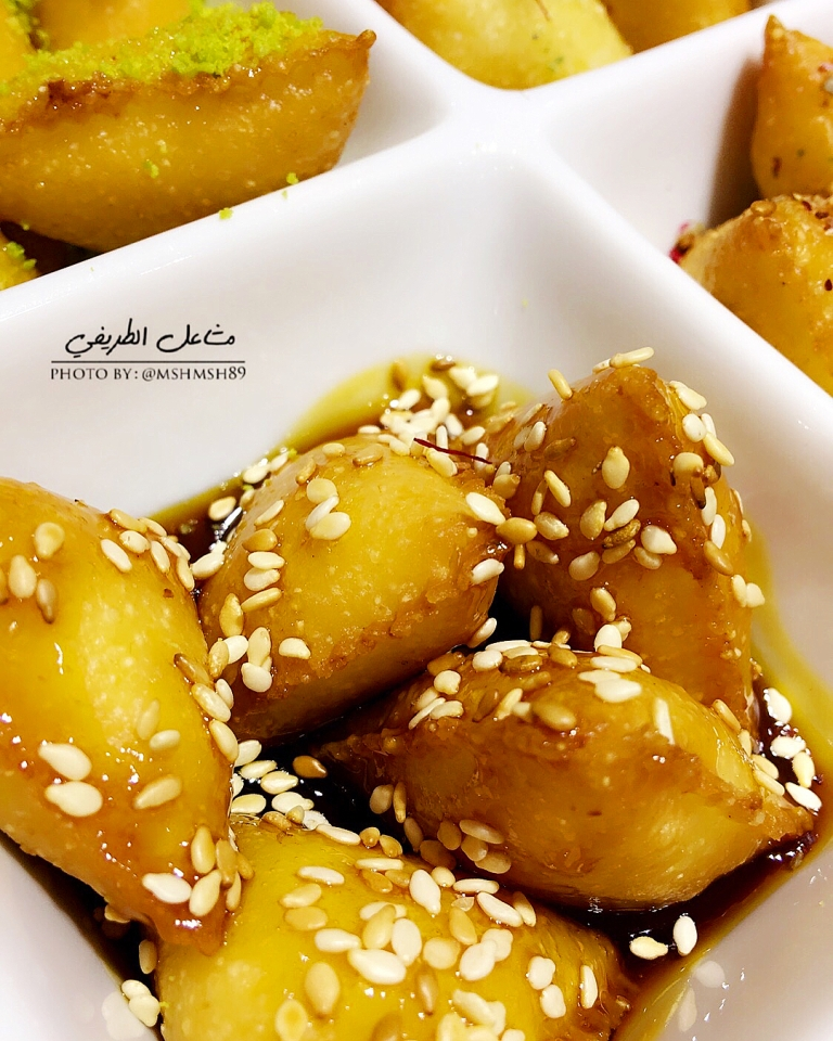 http://www.encyclopediacooking.com/food-recipes-photos/arabic-food-cooking-recipes-in-arabic-triangles-semolina-mashael-al-tarifi4.jpg