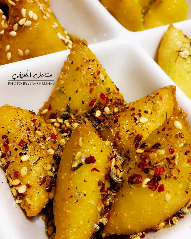 http://www.encyclopediacooking.com/food-recipes-photos/arabic-food-cooking-recipes-in-arabic-triangles-semolina-mashael-al-tarifi5.jpg