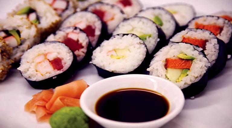 طريقة عمل مقبلات السوشي الياباني بالصور