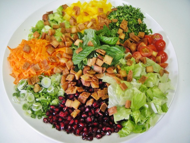 http://www.encyclopediacooking.com/upload_recipes_online/uploads/images_7how-to-make-easy-homemade-iraqi-fattoush-salad-recipe-with-dressing.jpg