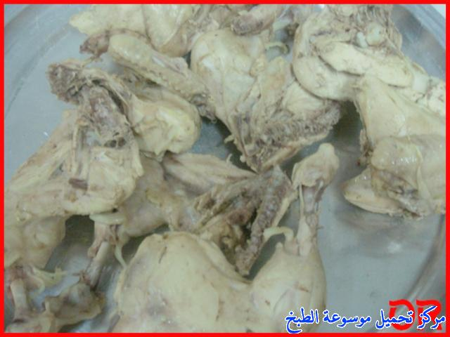 http://www.encyclopediacooking.com/upload_recipes_online/uploads/images_easy-cooking-dishes-arabic-food-recipes-in-arabic2-%D8%B5%D9%88%D8%B1%D8%A9-%D8%B9%D9%85%D9%84-%D9%85%D9%82%D9%84%D9%88%D8%A8%D8%A9-%D8%A7%D9%84%D8%AF%D8%AC%D8%A7%D8%AC.jpg