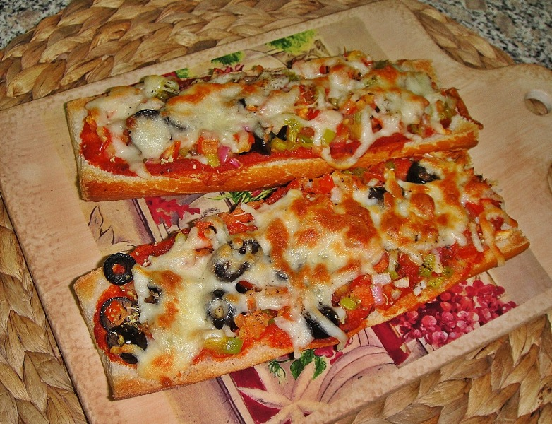http://www.encyclopediacooking.com/upload_recipes_online/uploads/images_how-to-make-best-easy-homemade-baguette-pizza-recipe-with-images.jpg