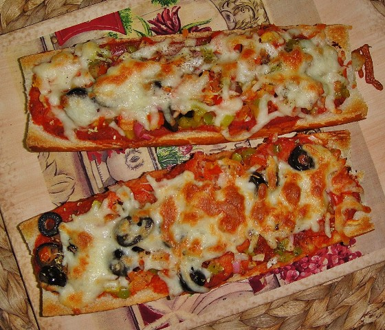 http://www.encyclopediacooking.com/upload_recipes_online/uploads/images_how-to-make-best-easy-homemade-baguette-pizza-recipe-with-images8.jpg