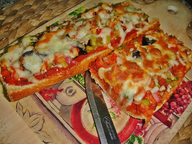 http://www.encyclopediacooking.com/upload_recipes_online/uploads/images_how-to-make-best-easy-homemade-baguette-pizza-recipe-with-images9.jpg
