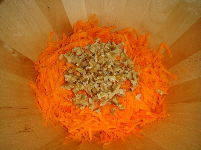 http://www.encyclopediacooking.com/upload_recipes_online/uploads/images_how-to-make-easy-homemade-carrot-walnut-salad-recipe-with-pomegranate-molasses-sauce4.jpg