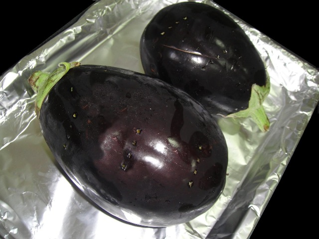 http://www.encyclopediacooking.com/upload_recipes_online/uploads/images_how-to-make-easy-homemade-eggplant-baba-ganoush-salad-recipe3.jpg