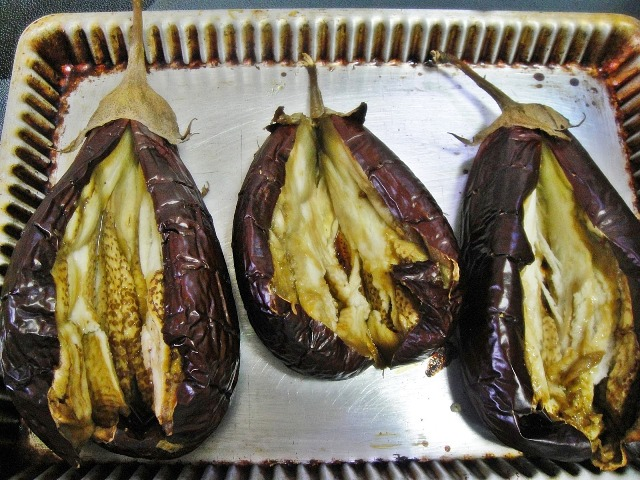 http://www.encyclopediacooking.com/upload_recipes_online/uploads/images_how-to-make-easy-homemade-eggplant-salad-recipe-with-green-tahini-sauce3.jpg