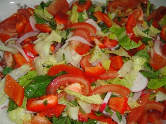 http://www.encyclopediacooking.com/upload_recipes_online/uploads/images_how-to-make-easy-homemade-fattoush-salad-recipe-with-images3.jpg