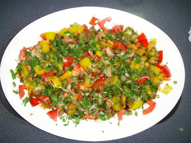 http://www.encyclopediacooking.com/upload_recipes_online/uploads/images_how-to-make-easy-homemade-grilled-aubergine-salad-recipe6.jpg