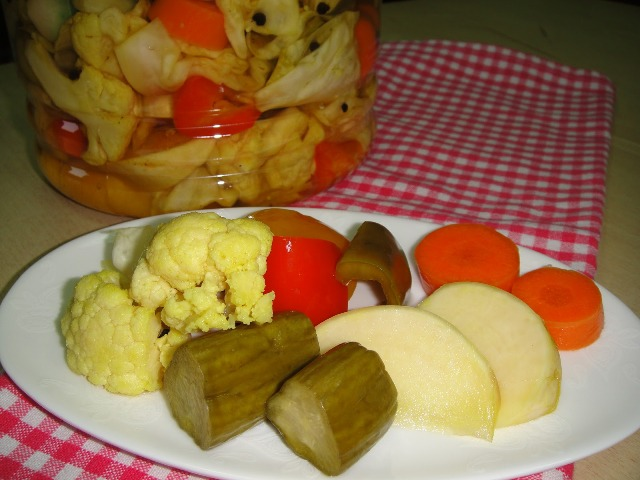 http://www.encyclopediacooking.com/upload_recipes_online/uploads/images_how-to-make-easy-homemade-mixed-vegetable-pickles-tursu-recipe-step-by-step.jpg