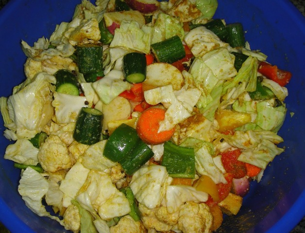 http://www.encyclopediacooking.com/upload_recipes_online/uploads/images_how-to-make-easy-homemade-mixed-vegetable-pickles-tursu-recipe-step-by-step4.jpg