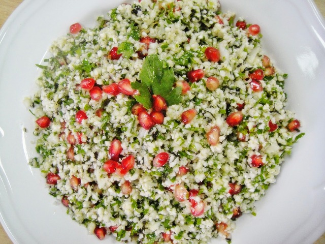 http://www.encyclopediacooking.com/upload_recipes_online/uploads/images_how-to-make-easy-homemade-raw-cauliflower-tabouli-salad-recipe7.jpg