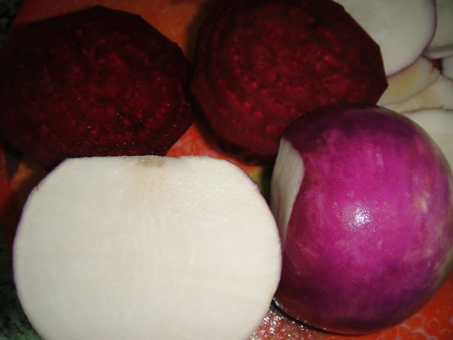 http://www.encyclopediacooking.com/upload_recipes_online/uploads/images_how-to-make-easy-homemade-turnip-and-beetroot-pickle-tursu-recipe-step-by-step3.jpg