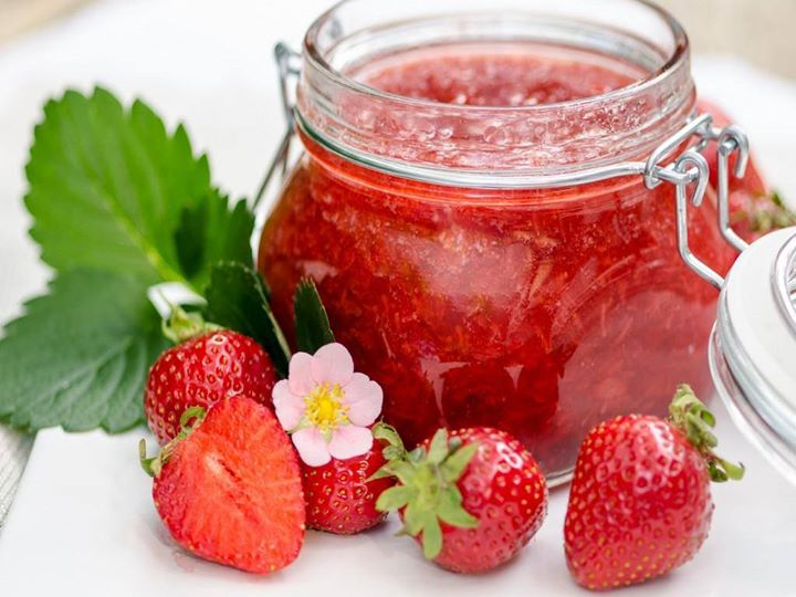 http://www.encyclopediacooking.com/upload_recipes_online/uploads/images_how-to-make-easy-strawberry-jam-recipe.jpg