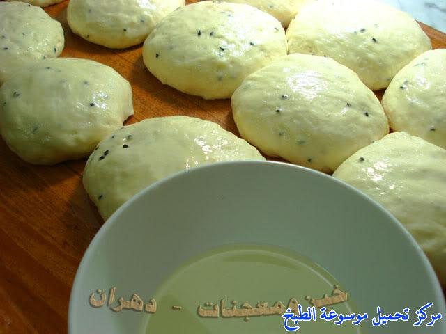 http://www.encyclopediacooking.com/upload_recipes_online/uploads/images_how-to-make-khubz-arabic-bread-recipe-%D8%B7%D8%B1%D9%8A%D9%82%D8%A9-%D9%88%D9%83%D9%8A%D9%81%D9%8A%D8%A9-%D8%B9%D9%85%D9%84-%D9%88%D8%B5%D9%86%D8%A7%D8%B9%D8%A9-%D8%A7%D9%84%D8%AE%D8%A8%D8%B2-%D9%81%D9%8A-%D8%A7%D9%84%D9%81%D8%B1%D9%86-%D8%A8%D8%A7%D9%84%D8%A8%D9%8A%D8%AA-%D8%A8%D8%A7%D9%84%D8%B5%D9%88%D8%B1.jpg