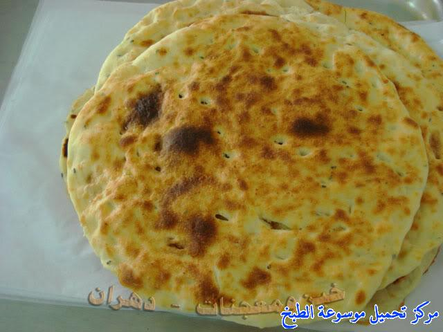 http://www.encyclopediacooking.com/upload_recipes_online/uploads/images_how-to-make-khubz-arabic-bread-recipe-%D8%B7%D8%B1%D9%8A%D9%82%D8%A9-%D9%88%D9%83%D9%8A%D9%81%D9%8A%D8%A9-%D8%B9%D9%85%D9%84-%D9%88%D8%B5%D9%86%D8%A7%D8%B9%D8%A9-%D8%A7%D9%84%D8%AE%D8%A8%D8%B2-%D9%81%D9%8A-%D8%A7%D9%84%D9%81%D8%B1%D9%86-%D8%A8%D8%A7%D9%84%D8%A8%D9%8A%D8%AA-%D8%A8%D8%A7%D9%84%D8%B5%D9%88%D8%B110.jpg