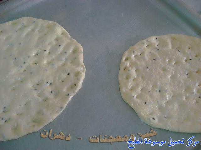 http://www.encyclopediacooking.com/upload_recipes_online/uploads/images_how-to-make-khubz-arabic-bread-recipe-%D8%B7%D8%B1%D9%8A%D9%82%D8%A9-%D9%88%D9%83%D9%8A%D9%81%D9%8A%D8%A9-%D8%B9%D9%85%D9%84-%D9%88%D8%B5%D9%86%D8%A7%D8%B9%D8%A9-%D8%A7%D9%84%D8%AE%D8%A8%D8%B2-%D9%81%D9%8A-%D8%A7%D9%84%D9%81%D8%B1%D9%86-%D8%A8%D8%A7%D9%84%D8%A8%D9%8A%D8%AA-%D8%A8%D8%A7%D9%84%D8%B5%D9%88%D8%B15.jpg