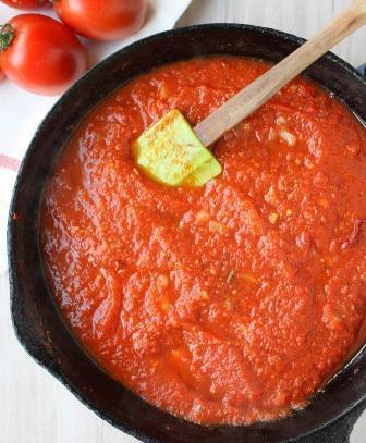 طريقة عمل صلصة البيتزا الإيطاليه الكلاسيكية بالصور