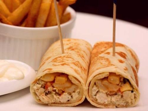 middle eastern homemade sandwich food recipes arabic طريقة عمل ساندوتش تورتيلا الدجاج بالصور