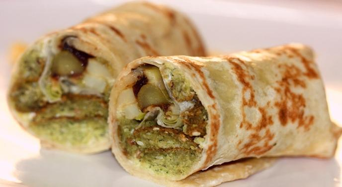 middle eastern homemade sandwich food recipes arabic طريقة عمل ساندوتش تورتيلا الفلافل بالصور