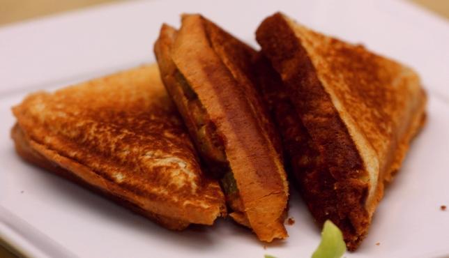 middle eastern homemade sandwich food recipes arabic طريقة عمل ساندوتش مثلثات التوست بالصور