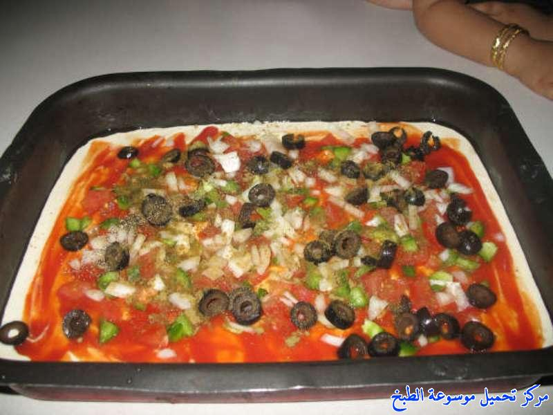 http://www.encyclopediacooking.com/upload_recipes_online/uploads/images_pizza-recipe-easy-%D8%B7%D8%B1%D9%8A%D9%82%D9%87-%D8%B9%D9%85%D9%84-%D8%A8%D9%8A%D8%AA%D8%B2%D8%A7-%D8%B3%D8%B1%D9%8A%D8%B9%D9%87-%D9%88%D8%B3%D9%87%D9%84%D9%87-%D8%A7%D9%84%D8%B1%D8%A7%D8%A6%D8%B9%D8%A9-%D9%88%D8%A7%D9%84%D9%84%D8%B0%D9%8A%D8%B0%D8%A9-%D8%A8%D8%A7%D9%84%D8%B5%D9%88%D8%B14.jpg