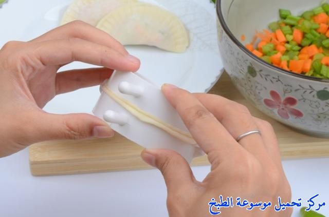 http://www.encyclopediacooking.com/upload_recipes_online/uploads/images_samosa-maker-%D9%82%D8%B7%D8%A7%D8%B9%D8%A9-%D8%A7%D9%84%D8%B3%D9%85%D8%A8%D9%88%D8%B3%D9%875.jpg