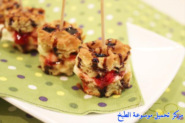 http://www.encyclopediacooking.com/upload_recipes_online/uploads/images_waffle-bites-strawberry-recipe.jpg