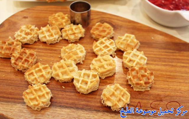 http://www.encyclopediacooking.com/upload_recipes_online/uploads/images_waffle-bites-strawberry-recipe3.jpg