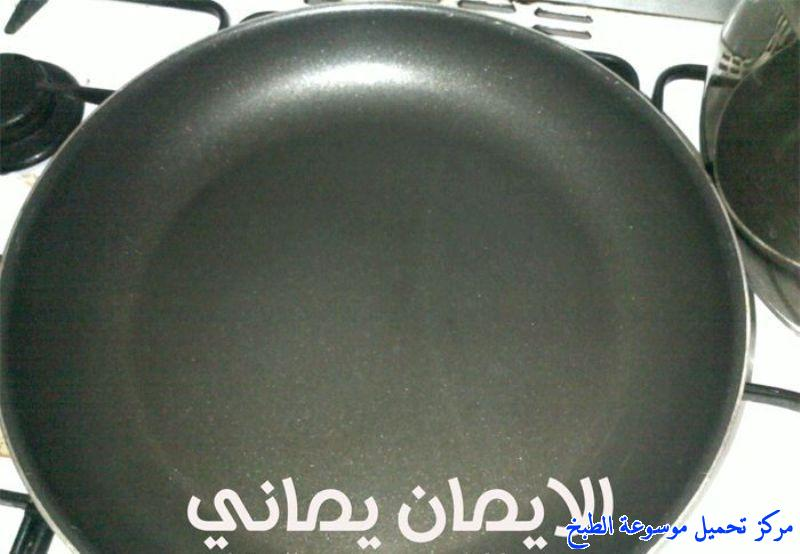 http://www.encyclopediacooking.com/upload_recipes_online/uploads/images_yemeni-cooking-food-dishes-recipes-pictures-%D8%AE%D8%A8%D8%B2-%D8%A7%D9%84%D9%84%D8%AD%D9%88%D8%AD-%D8%A7%D9%84%D9%8A%D9%85%D9%86%D9%8A-Lahoh.jpg