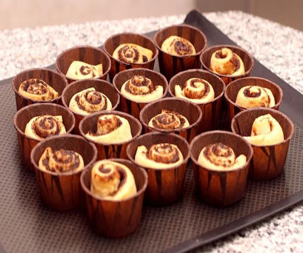 صورة وصفة كيفية طريقة تحضير وعمل وصفات حلويات السينابون - كب كيك سينابون سهل وهش وروعة وسريع ولذيذ pictures arabian cinnabon cinnamon rolls recette recipes in arabic easy