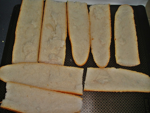 http://www.encyclopediacooking.com/upload_recipes_online/uploads/images_how-to-make-best-easy-homemade-baguette-pizza-recipe-with-images4.jpg
