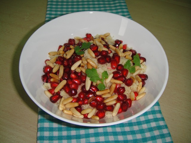 http://www.encyclopediacooking.com/upload_recipes_online/uploads/images_how-to-make-best-easy-homemade-couscous-with-pomegranate-and-pine-nuts-salad-recipe8.jpg