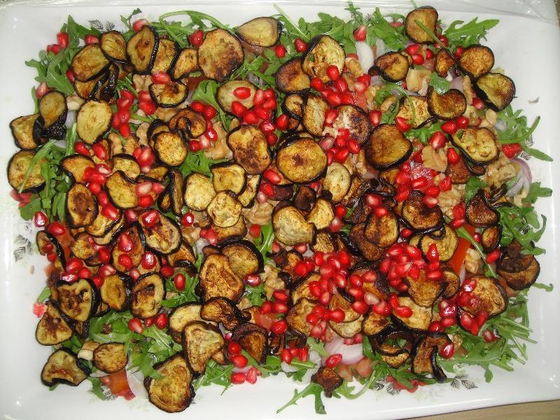 http://www.encyclopediacooking.com/upload_recipes_online/uploads/images_how-to-make-easy-homemade-aubergine-pomegranate-salad-recipe5.jpg