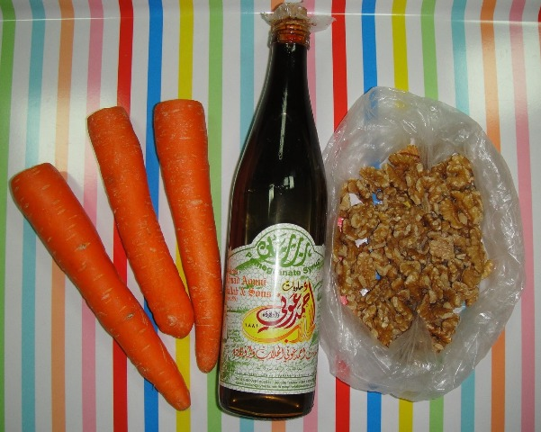 http://www.encyclopediacooking.com/upload_recipes_online/uploads/images_how-to-make-easy-homemade-carrot-walnut-salad-recipe-with-pomegranate-molasses-sauce2.jpg
