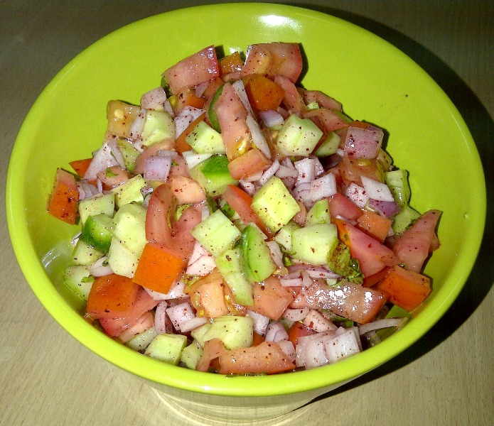 http://www.encyclopediacooking.com/upload_recipes_online/uploads/images_how-to-make-easy-homemade-farmers-salad-recipe.jpg