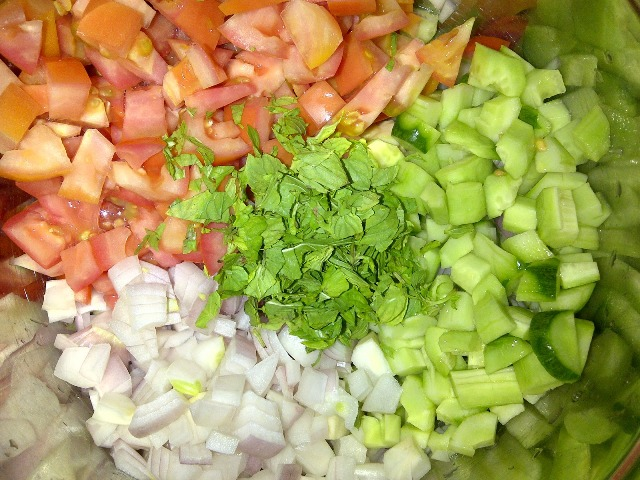 http://www.encyclopediacooking.com/upload_recipes_online/uploads/images_how-to-make-easy-homemade-farmers-salad-recipe3.jpg