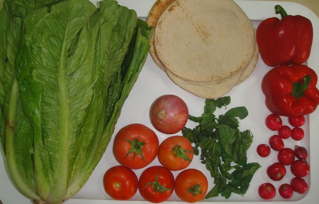 http://www.encyclopediacooking.com/upload_recipes_online/uploads/images_how-to-make-easy-homemade-fattoush-salad-recipe-with-images2.jpg