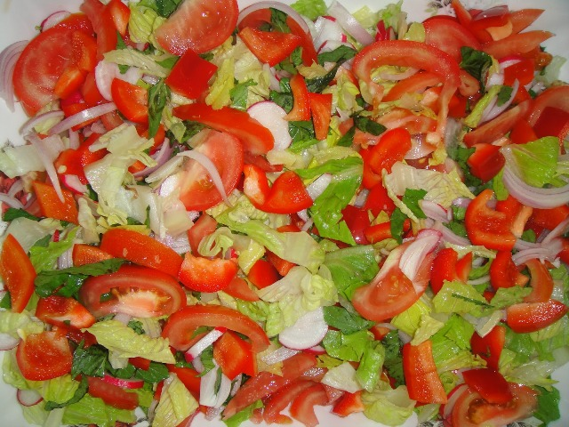 http://www.encyclopediacooking.com/upload_recipes_online/uploads/images_how-to-make-easy-homemade-fattoush-salad-recipe-with-images4.jpg