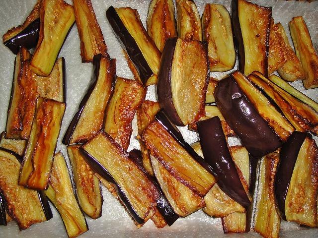 http://www.encyclopediacooking.com/upload_recipes_online/uploads/images_how-to-make-easy-homemade-fried-aubergine-pomegranate-molasses-salad-recipe3.jpg