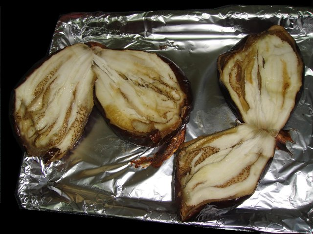 http://www.encyclopediacooking.com/upload_recipes_online/uploads/images_how-to-make-easy-homemade-grilled-aubergine-salad-recipe3.jpg